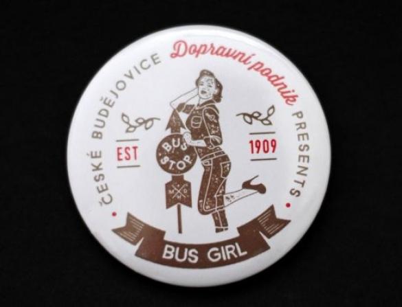 Placka připínací - motiv bus girl
