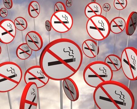 Cigaretu si na zastávce MHD již nezapálíte!