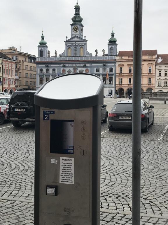 V centru města byly osazeny nové parkovací automaty