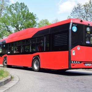 Autobusy na stlačený zemní plyn vyjely do ulic.