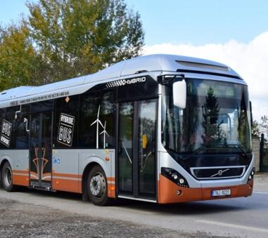 Provoz hybridního autobusu se v Českých Budějovicích osvědčil
